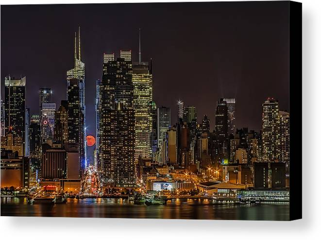 Super Moon Canvas Print featuring the photograph Super Moon Rising by Susan Candelario