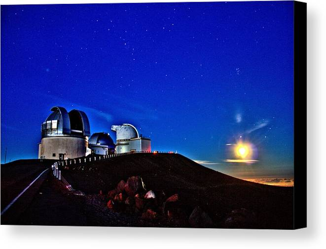 Hawaii Canvas Print featuring the photograph Mauna Kea At Moon Rise by Bob Kinnison