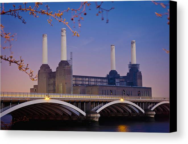 Outdoors Canvas Print featuring the photograph Uk, England, View Of Battersea Power by Dosfotos
