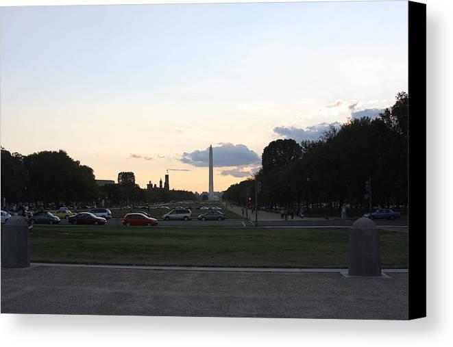 Washington Canvas Print featuring the photograph Washington Dc - Washington Monument - 01132 by DC Photographer