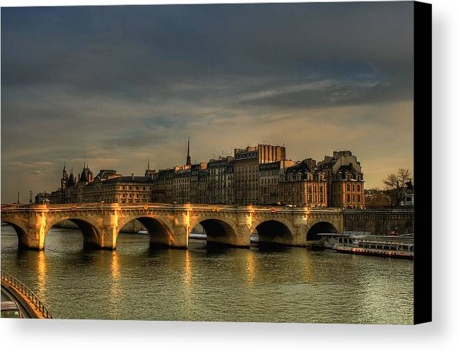 Horizontal Canvas Print featuring the photograph Pont Neuf At Sunset, Paris, France by Avi Morag photography