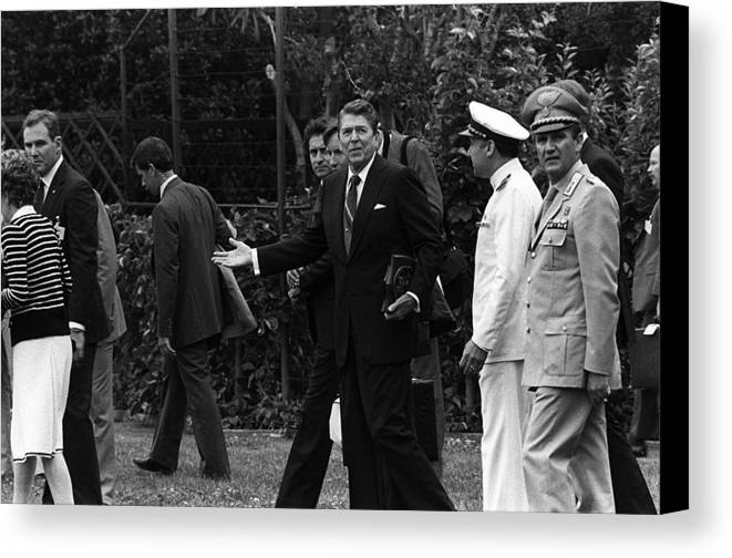 History Canvas Print featuring the photograph President Reagan Gestures To Members by Everett