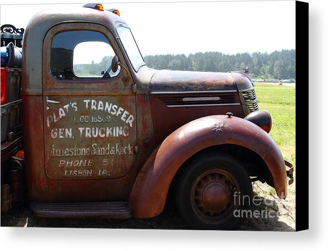 Transportation Canvas Print featuring the photograph Rusty Old 1935 International Truck . 7d15496 by Wingsdomain Art and Photography
