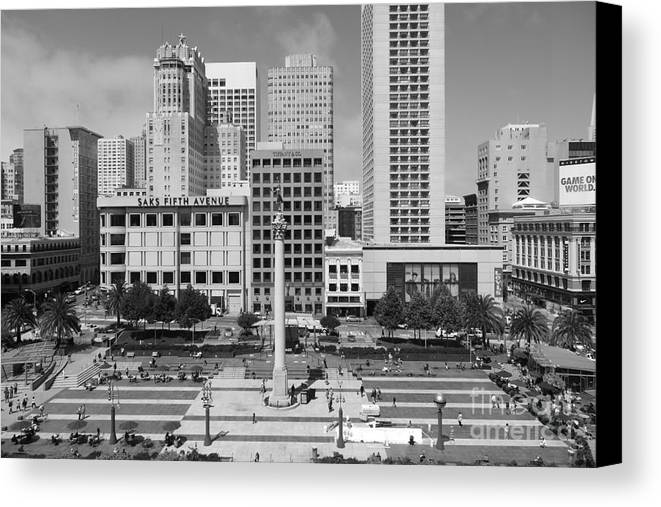 Black And White Canvas Print featuring the photograph San Francisco - Union Square - 5d17938 - Black And White by Wingsdomain Art and Photography
