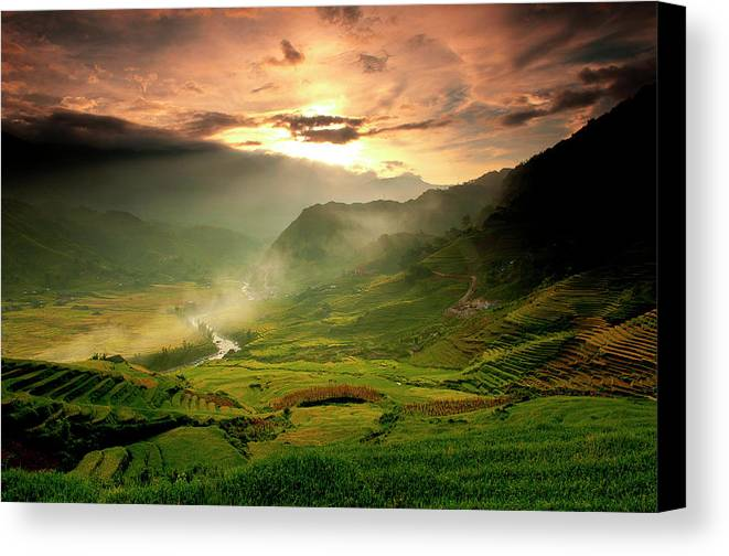 Horizontal Canvas Print featuring the photograph Tavarn Village by Mattypok