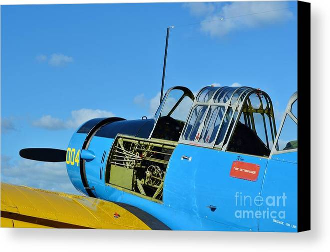 Vultee Bt-13 Valiant Canvas Print featuring the photograph Vultee Bt-13 Valiant by Lynda Dawson-Youngclaus