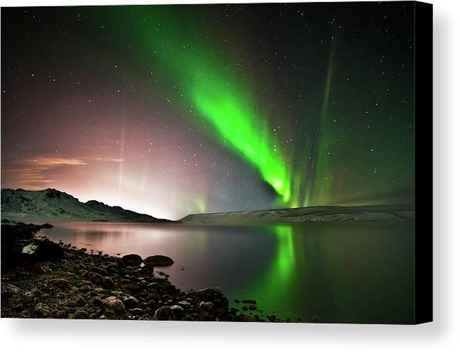 Horizontal Canvas Print featuring the photograph Kleifarvatn Lake by Gudjon Otto Bjarnason