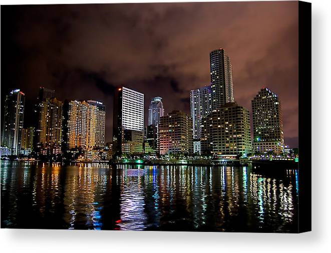 Miami Canvas Print featuring the photograph Miami by Nelson Rodriguez