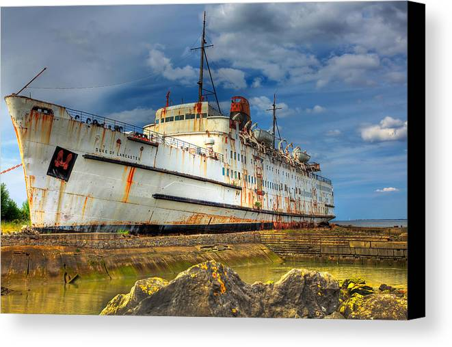 Hdr Canvas Print featuring the photograph The Duke by Adrian Evans