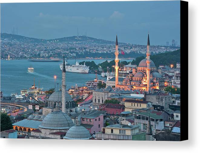 Horizontal Canvas Print featuring the photograph Yeni Camii by Salvator Barki