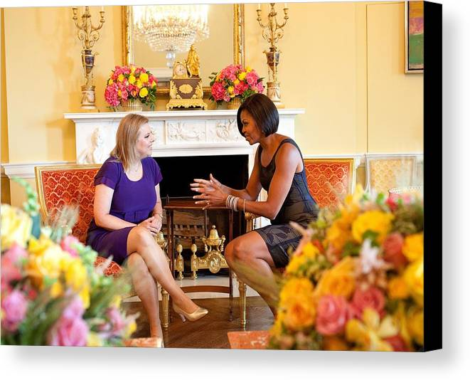 History Canvas Print featuring the photograph Michelle Obama Has Tea With Sara by Everett