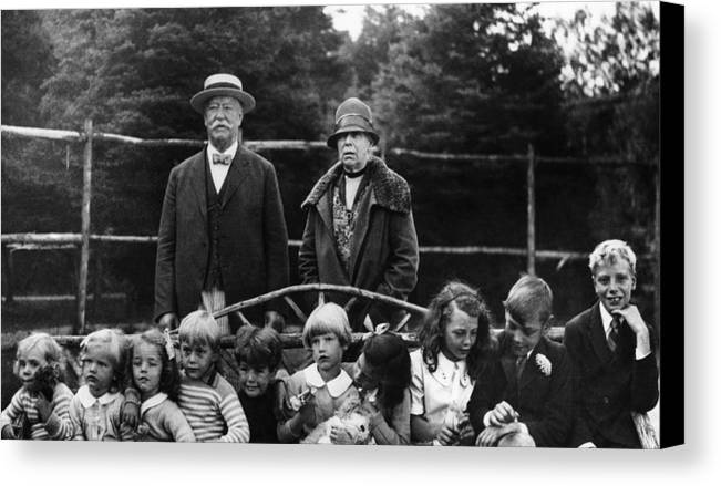 1920s Canvas Print featuring the photograph Former U.s. President William Taft by Everett