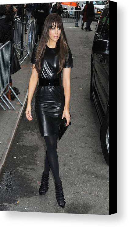 Kate Beckinsale Canvas Print featuring the photograph Kate Beckinsale Out And About For Kate by Everett