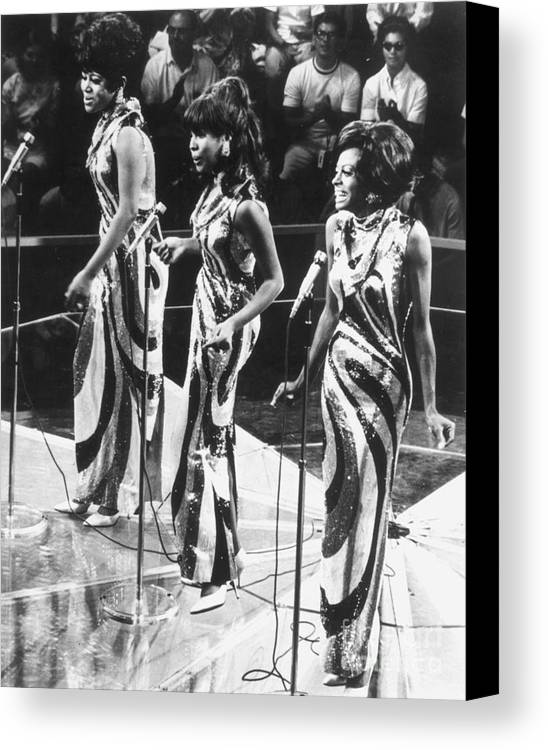 1963 Canvas Print featuring the photograph The Supremes, C1963 by Granger