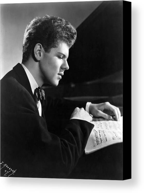 1950s Portraits Canvas Print featuring the photograph Van Cliburn, 1954 by Everett