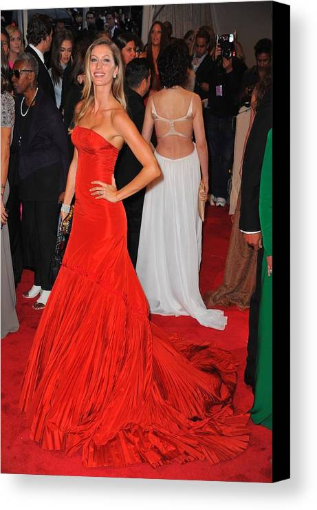 Gisele Bundchen Canvas Print featuring the photograph Gisele Bundchen Wearing An Alexander by Everett