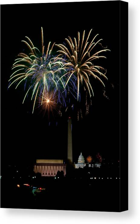 4th Of July Canvas Print featuring the photograph Independence Day In Dc by David Hahn