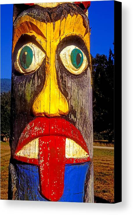 Totem Pole Tongue Sticking Out Canvas Print featuring the photograph Totem Pole With Tongue Sticking Out by Garry Gay
