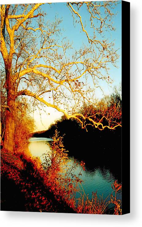 River Canvas Print featuring the photograph Fall At The Raritan River In New Jersey by Christine Till