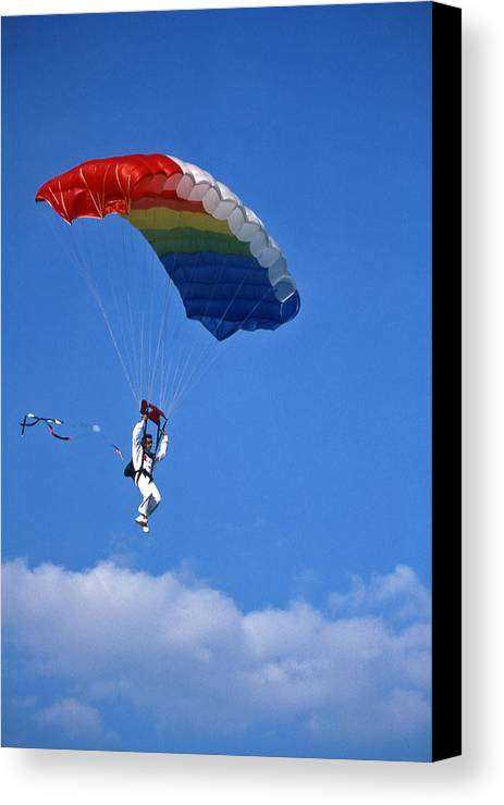 Tennessee Canvas Print featuring the photograph Skydiving - 1 by Randy Muir