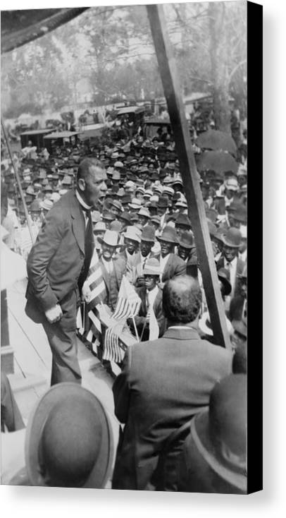 History Canvas Print featuring the photograph Booker T. Washington 1856-1915 by Everett