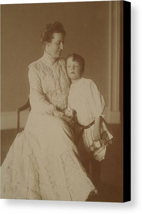 History Canvas Print featuring the photograph First Lady Edith Roosevelt by Everett