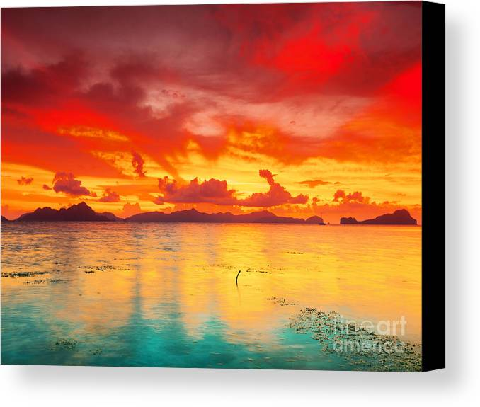 Sunset Canvas Print featuring the photograph Fantasy Sunset by MotHaiBaPhoto Prints