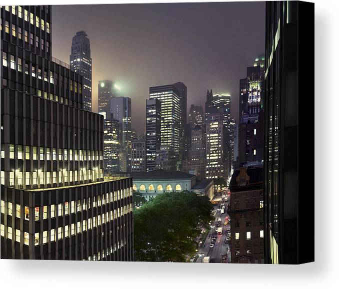 Horizontal Canvas Print featuring the photograph Bryant Park At Night From Roof Looking East by Jon Shireman