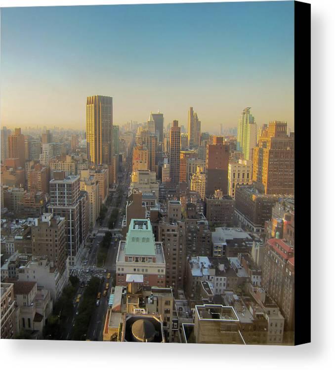 Horizontal Canvas Print featuring the photograph Park Avenue by Patrick Davidson-Locke