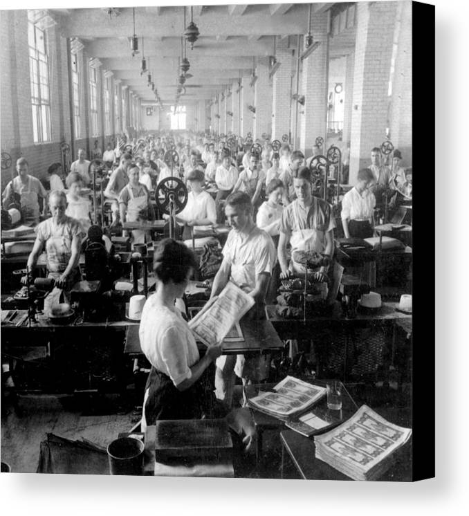 washington Dc Canvas Print featuring the photograph Making Money At The Bureau Of Printing And Engraving - Washington Dc - C 1916 by International Images