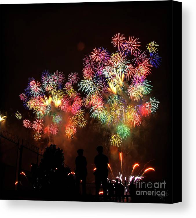 Macy's Fireworks Canvas Print featuring the photograph Macy's July 4th Fireworks New York City by Nishanth Gopinathan