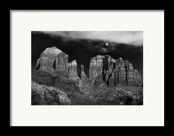 Sedona Framed Print featuring the photograph Cathedral Rock Moon Rise by Dave Dilli