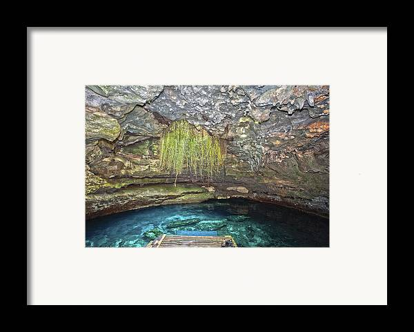 Diving Framed Print featuring the photograph Devils Den by Charles Warren