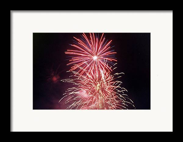 Night Framed Print featuring the photograph 4th Of July Fireworks 1 by Howard Tenke