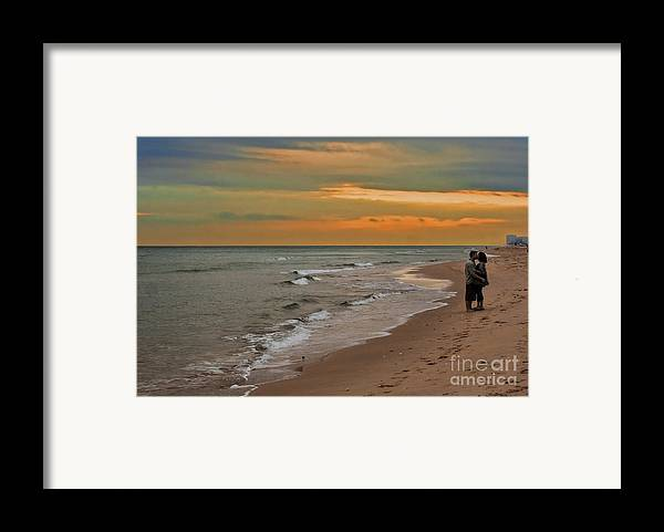 Florida Framed Print featuring the photograph Oblivious by Barbara McMahon