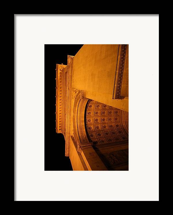 Paris Framed Print featuring the photograph Paris France - Arc De Triomphe - 01132 by DC Photographer