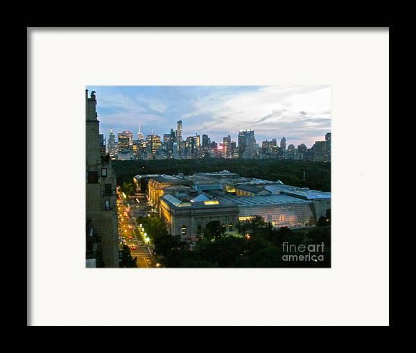 Looking South Nyc Framed Print by Randi Shenkman
