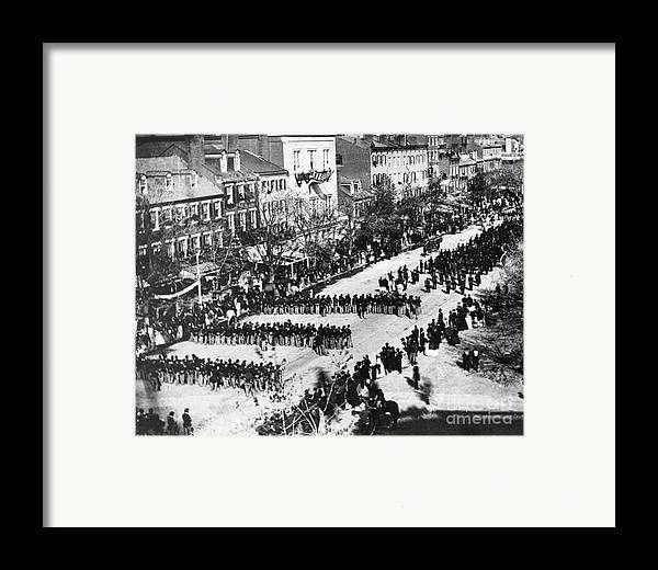 History Framed Print featuring the photograph Lincolns Funeral Procession, 1865 by Photo Researchers, Inc.