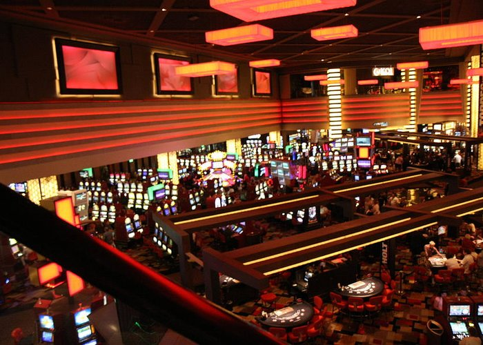 Las Greeting Card featuring the photograph Las Vegas - Planet Hollywood Casino - 12123 by DC Photographer