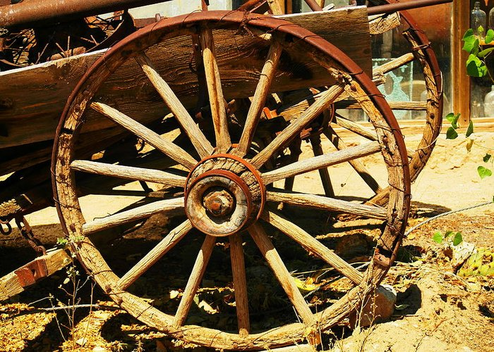 Rounds Greeting Card featuring the photograph A Wagon Wheel by Jeff Swan