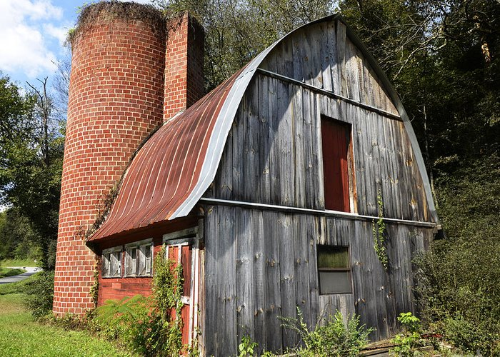 Gambrel Greeting Card featuring the photograph Gambrel-roofed Barn by Paul Mashburn