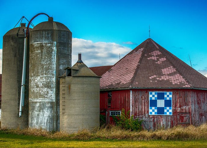 Old Barn Greeting Card featuring the photograph Hexagon Quilt Barn by Paul Freidlund