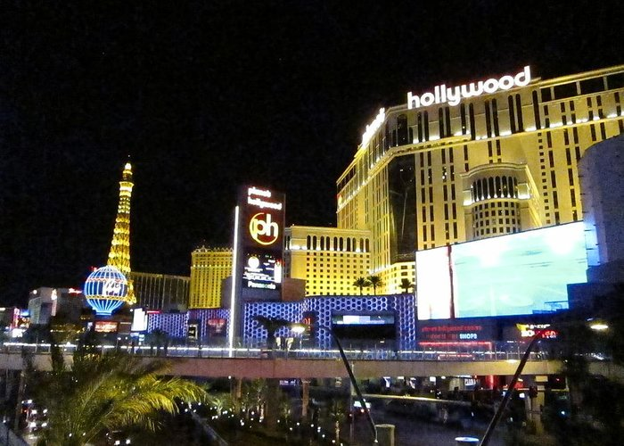 Las Greeting Card featuring the photograph Las Vegas - Planet Hollywood Casino - 12124 by DC Photographer