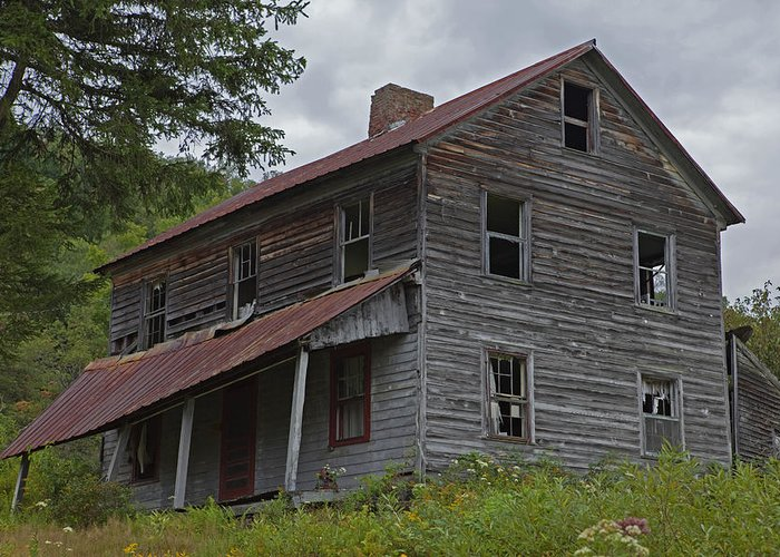 Abandoned Farmhouse Greeting Card featuring the photograph Abandoned Homestead by John Stephens