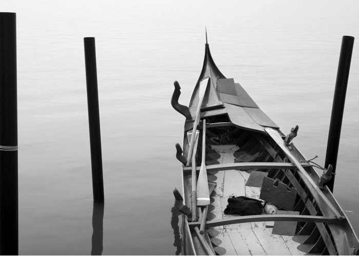 Venice Greeting Card featuring the photograph Boat In Venecia by Zarija Pavikevik