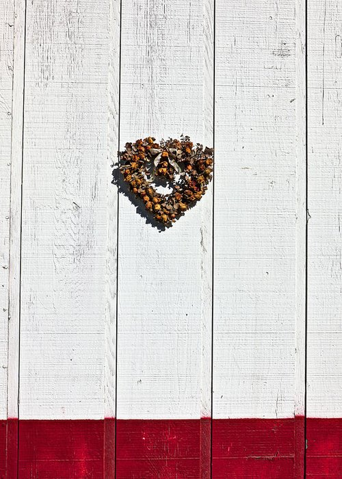 Heart Wreath Wood Wall Greeting Card featuring the photograph Heart Wreath On Wood Wall by Garry Gay