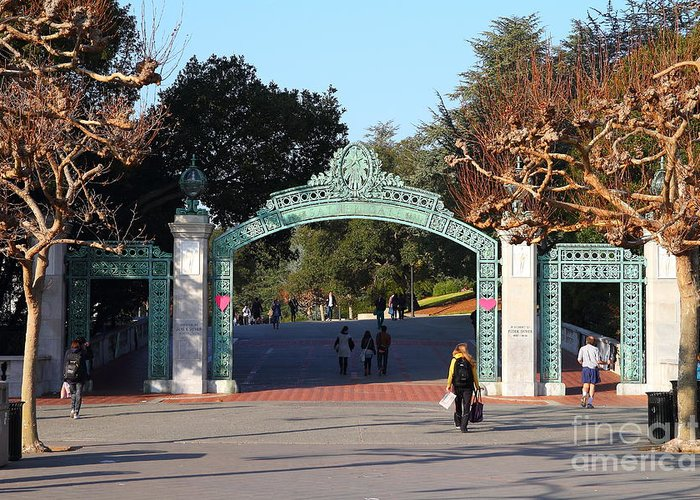 Sproul Greeting Card featuring the photograph Uc Berkeley . Sproul Plaza . Sather Gate . 7d10020 by Wingsdomain Art and Photography