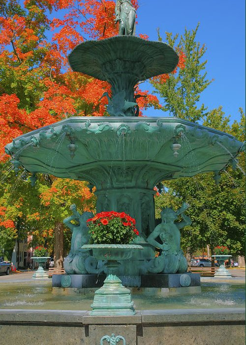 Sculpture Greeting Card featuring the photograph Broadway Fountain II by Steven Ainsworth