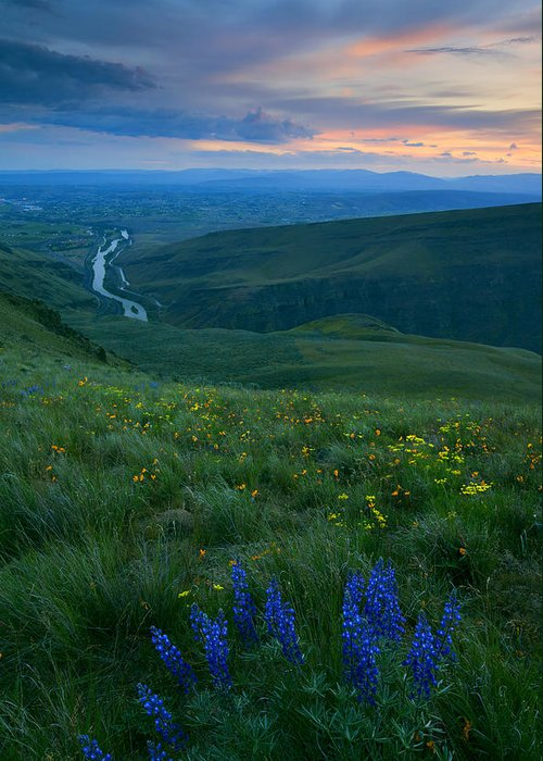Yakima River Greeting Card featuring the photograph Dusk Over The Yakima Valley by Mike Dawson
