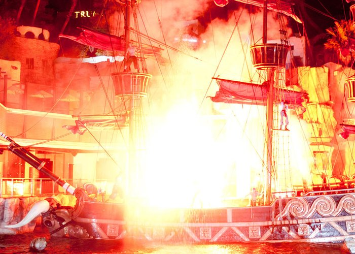 Las Vegas Greeting Card featuring the photograph Treasure Island Explosion by Andy Smy
